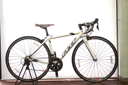 FELT F75(グロスホワイト) サイズ:510(160~175㎝) 定価170,640円 →132,800円