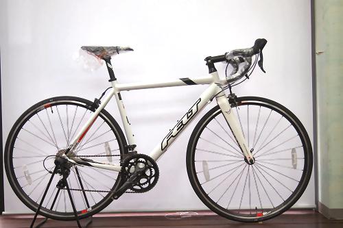 FELT F95(グロスホワイト) サイズ:540(170~185㎝) 定価118,800円 →92,800円